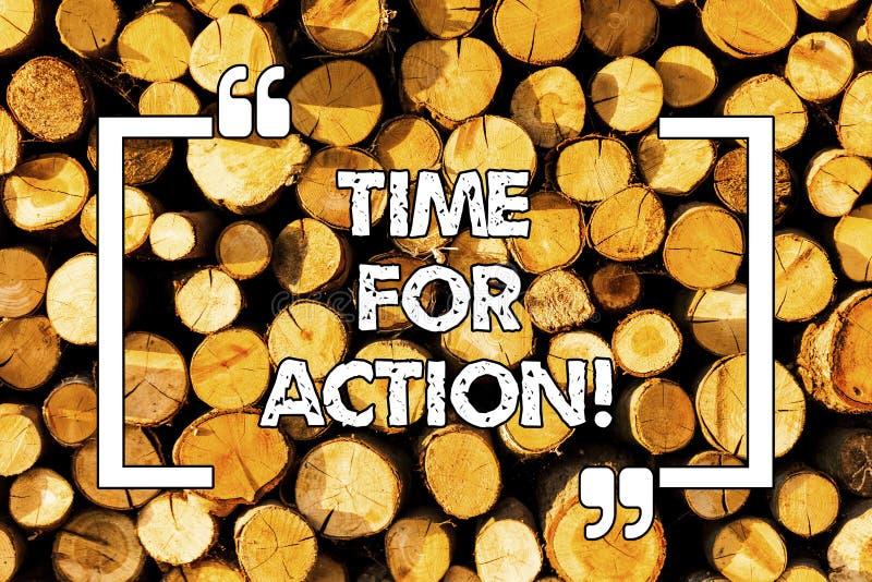 Время текста сочинительства слова для действия Концепция дела для получать готова начать сделать поощрение идет быстро деревянной стоковые фото