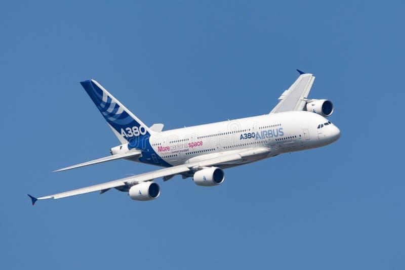 Воздушного судна F-WWDD авиалайнера аэробуса A380-841 большие 4 engined коммерчески стоковое фото rf