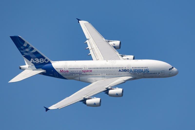 Воздушного судна F-WWDD авиалайнера аэробуса A380-841 большие 4 engined коммерчески стоковое изображение