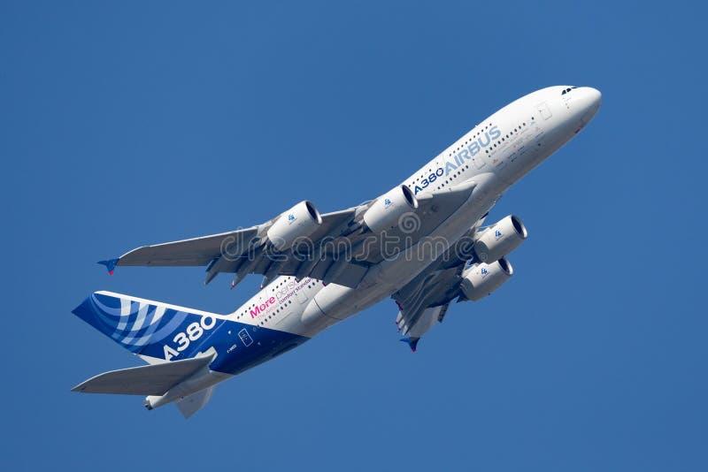 Воздушного судна F-WWDD авиалайнера аэробуса A380-841 большие 4 engined коммерчески стоковое изображение rf