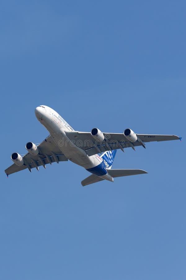 Воздушного судна F-WWDD авиалайнера аэробуса A380-841 большие 4 engined коммерчески стоковое фото