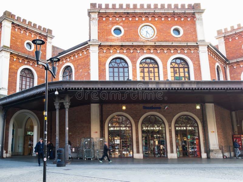 Вокзал в городе Брешии стоковая фотография rf