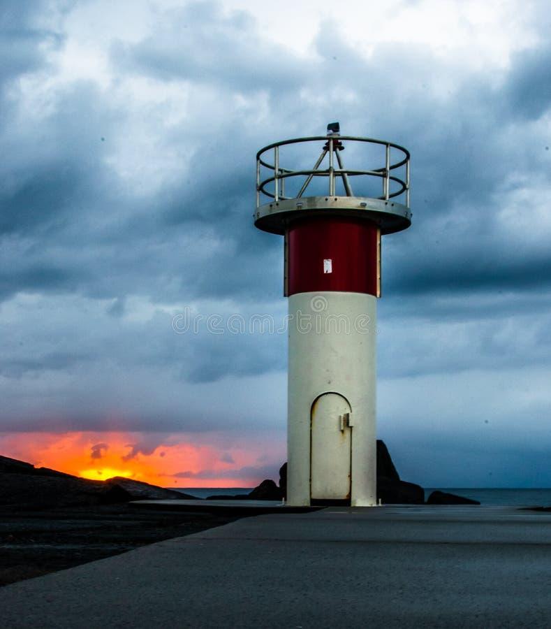Восход солнца и маяк стоковые изображения rf