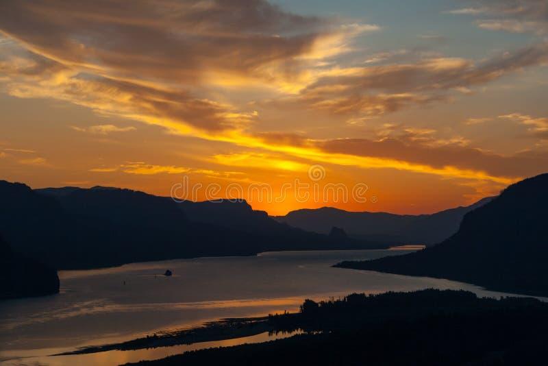 Восход солнца на этап 2 кроны стоковые фото