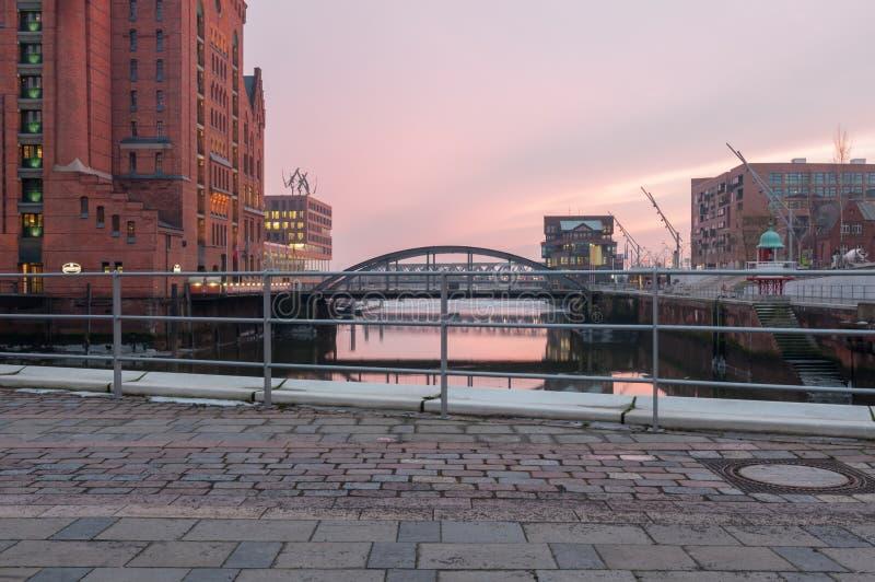 Гамбург, Германия - 4-ое марта 2014: Взгляд от площади Дар-эс-Салама на международном морском мосте музея и Пусана в Hafencity стоковое фото rf
