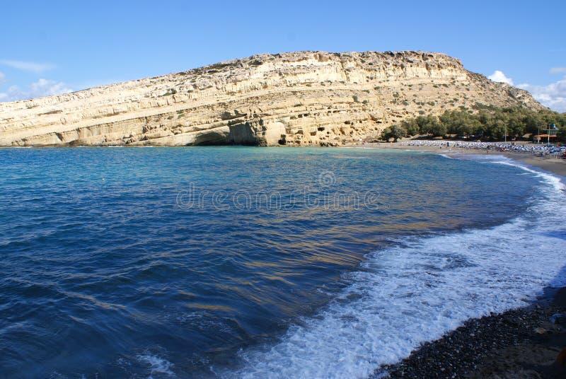 Греция, Крит, Matala, взгляд к скалам и пещерам стоковое изображение rf