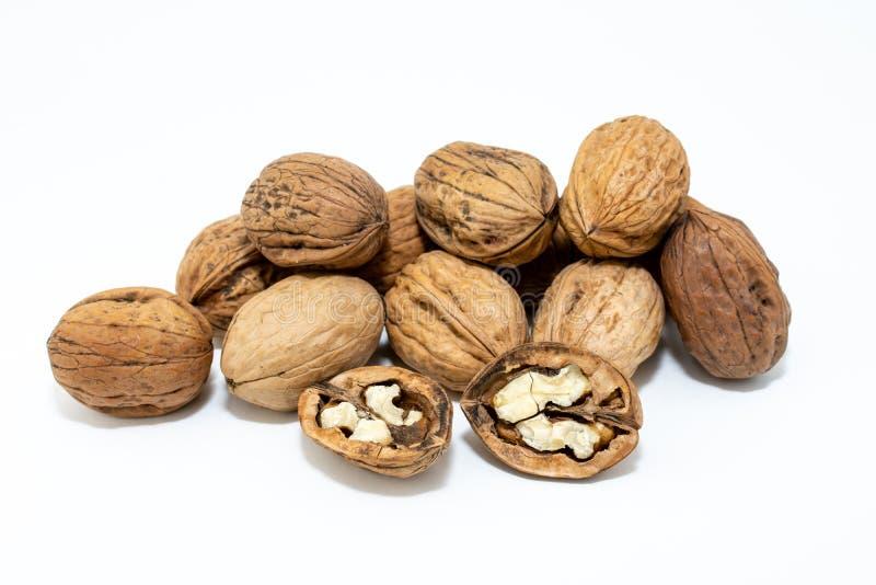 грецкие орехи предпосылки изолированные группой белые стоковое фото