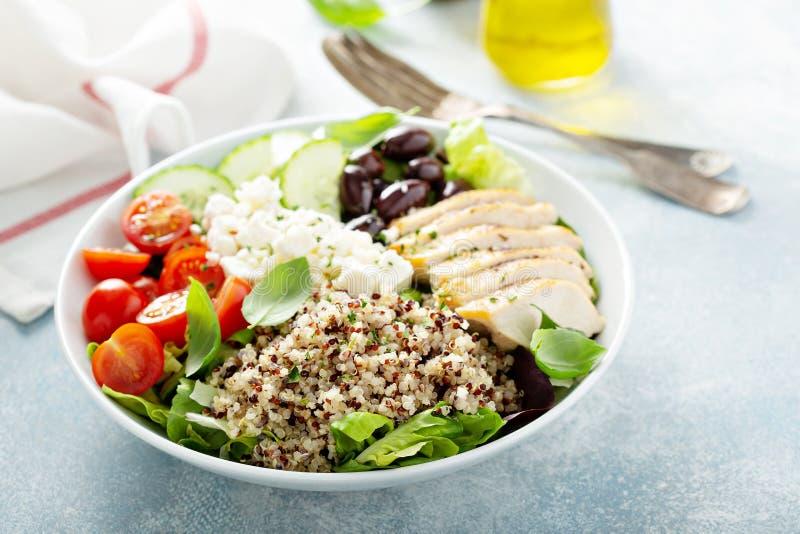 Греческий воодушевленный шар обеда с цыпленком и квиноа стоковая фотография rf