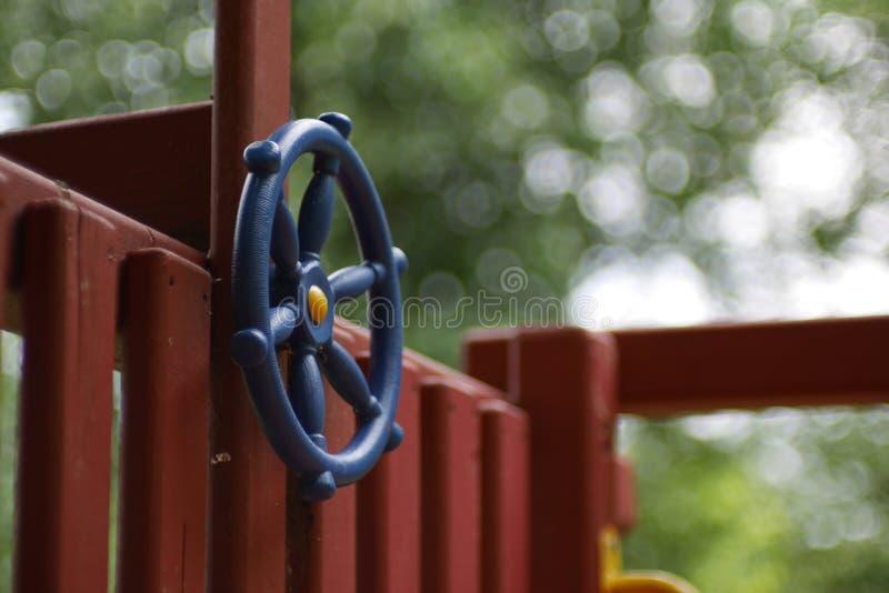 Голубой руль на форте игры ребенка стоковое фото rf