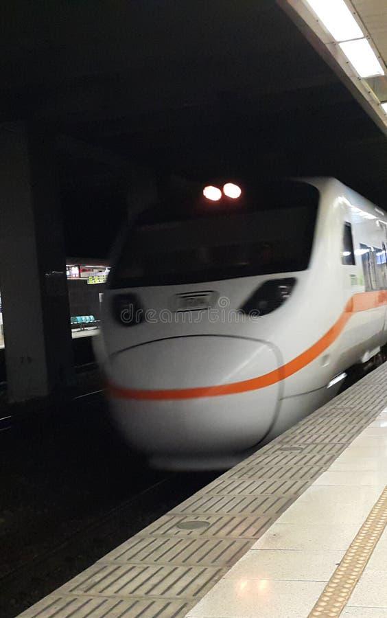 Голова поезда рельса скорости высоты стоковое фото rf