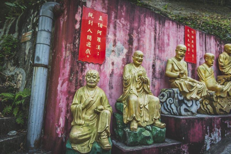 Гонконг, ноябрь 2018 - 10 тысяч человек жирное Sze монастыря Buddhas стоковая фотография
