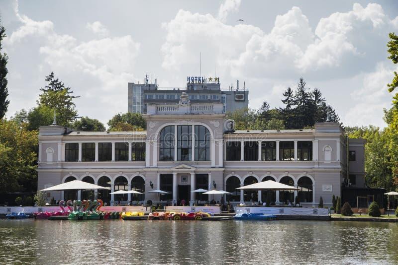 Гостиная Хиоса социальные и озеро Хиос 21-ого августа 2018 в cluj-Napoca стоковые фотографии rf