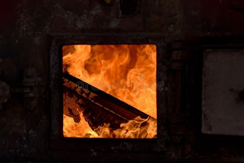 Горение крематорий конца-вверх стоковая фотография