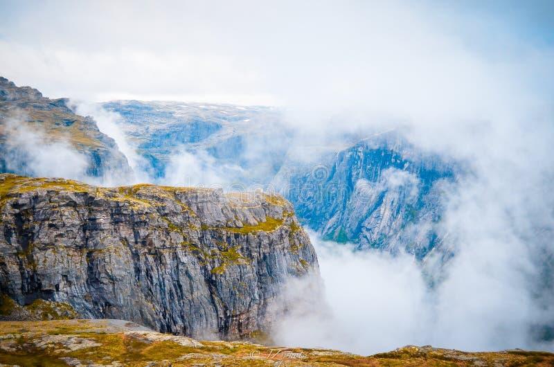 Горы в версии цвета Норвегии стоковое фото rf
