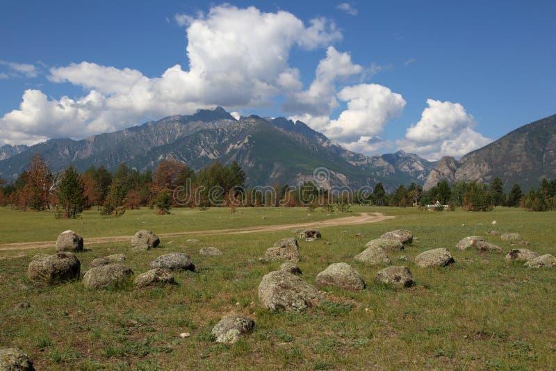 Горы гор Barguzin, этой долины реки Barguzin стоковое изображение
