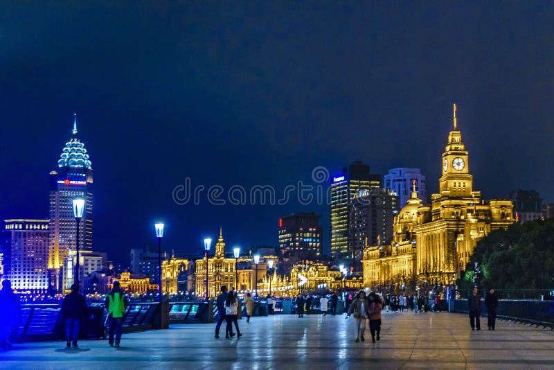 Городская сцена на бунде, Шанхай ночи, Китай стоковые изображения