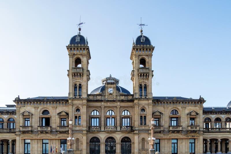 Городская ратуша в San Sebastian - Donostia, Испании стоковые изображения rf
