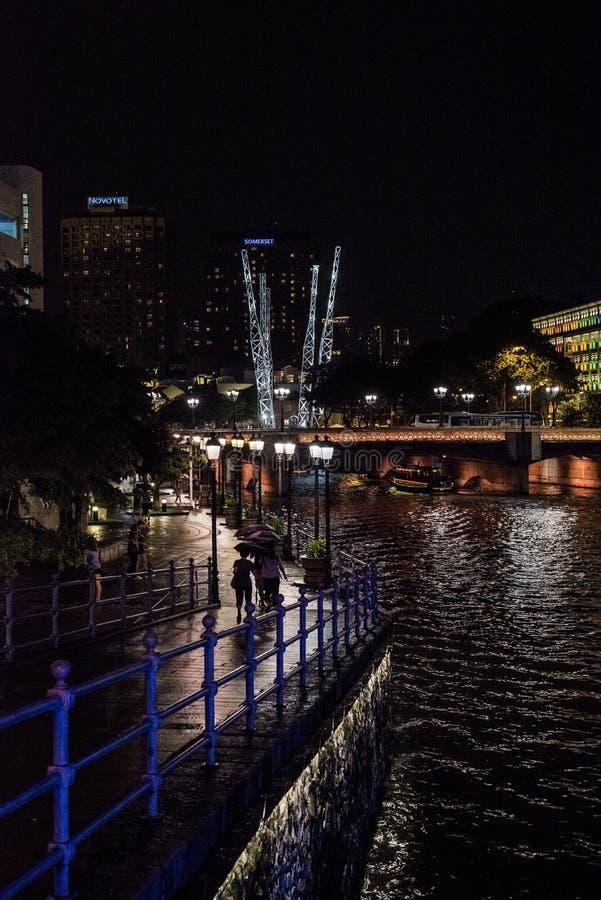 Городской Сингапур вечером стоковые изображения rf