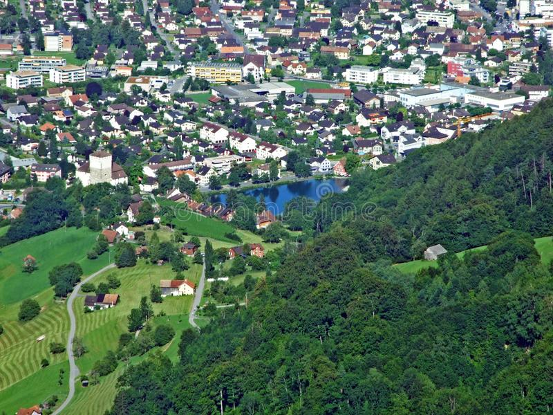 Город Buchs в долине Рейна реки стоковая фотография rf