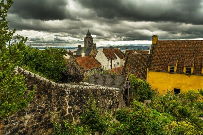 Город Culross с дворцом и садом Culross в Шотландии стоковая фотография rf