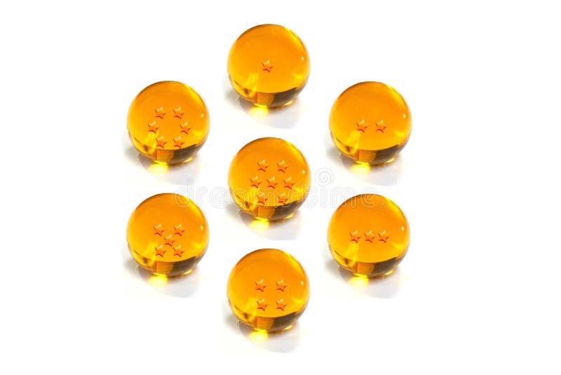 Желтый цвет 7 хрустальных шаров со звездой на белой предпосылке стоковые фотографии rf