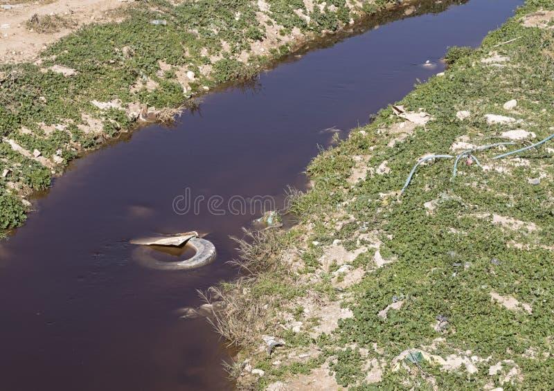 Загрязнятьый поток Hevron в Израиле стоковая фотография rf