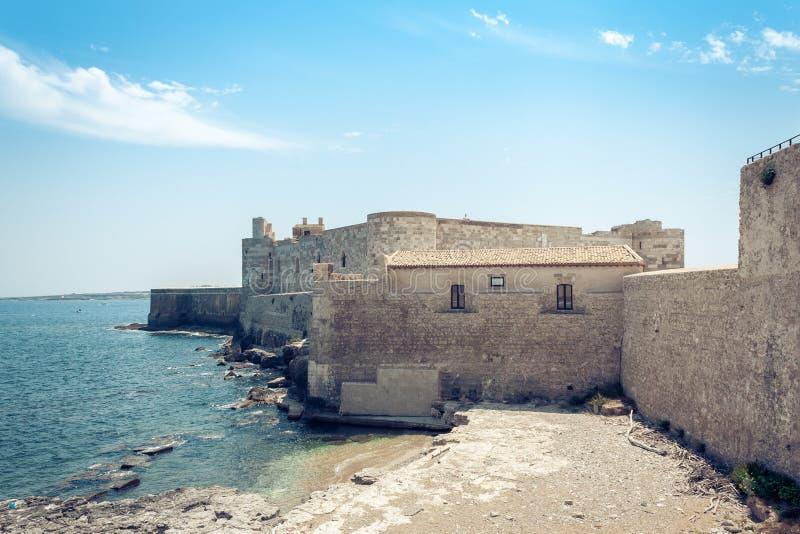 Замок †Castello Maniace «старый в острове Ortygia Ortigia, Сиракузе, Сицилии, Италии, традиционной архитектуре стоковые фотографии rf
