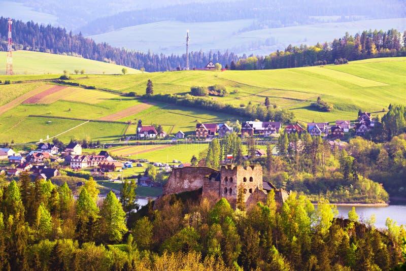 Замок за горами Tatra, ряд Czorsztyn Pieniny стоковые изображения