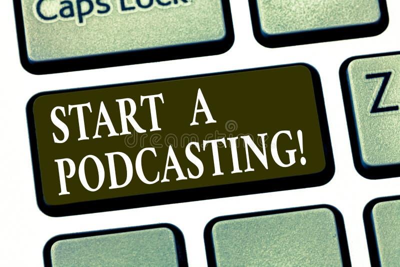 Запись Podcasting начала a показа примечания Подготовка фото дела showcasing и распределение аудио файлов используя RSS стоковое изображение