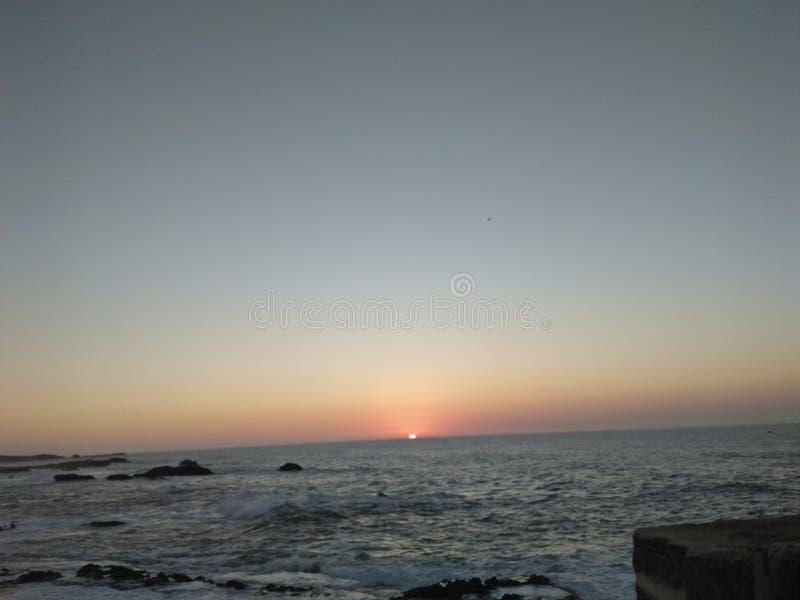 Заход солнца в пляже essaouira стоковые фотографии rf