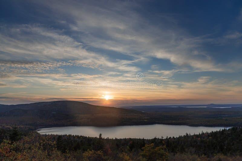Заход солнца на горе Кадиллака стоковые изображения rf
