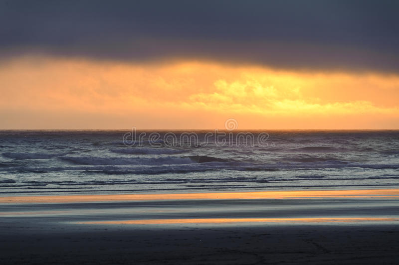 Заход солнца на пляже Kalaloch стоковые фото