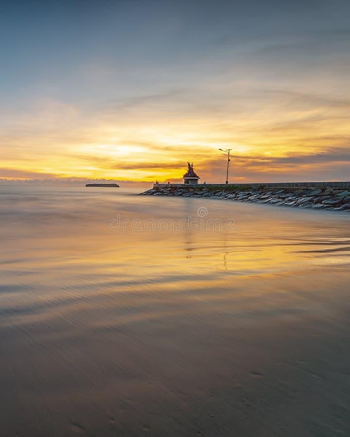 Заход солнца панорамы фото чудесного padang Индонезии стоковое изображение rf