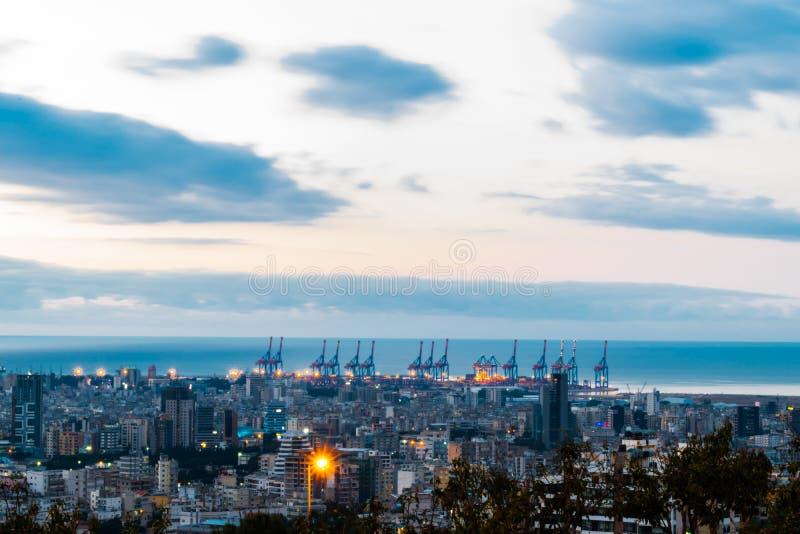 Заход солнца порта Бейрута со славной картиной облака стоковое изображение