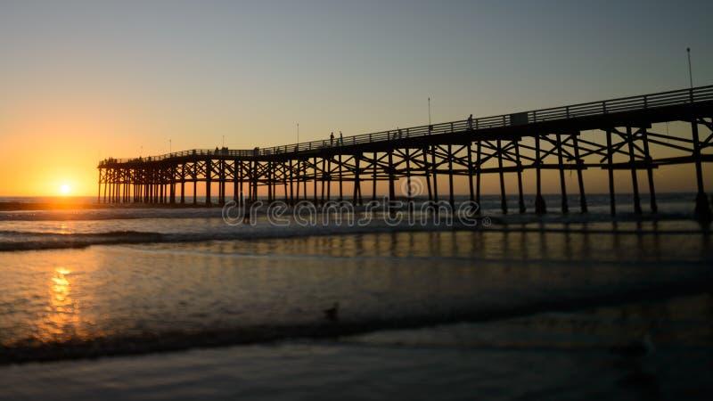Заход солнца Сан-Диего на Тихом океан пляже стоковые изображения rf
