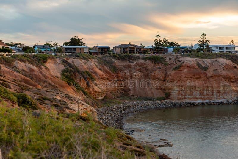 Заход солнца сверх над скалами на рте реки Onkaparinga на гаван Noarlunga южной Австралии 7-ого марта 2019 стоковое изображение