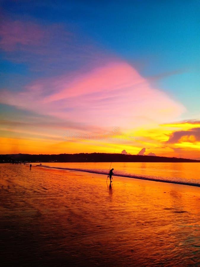 Заход солнца океана в экзотическом индонезийском острове Бали стоковая фотография rf