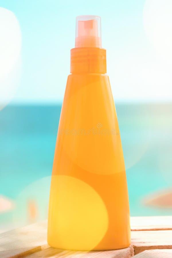 Защитите вашу кожу на пляже стоковые изображения rf
