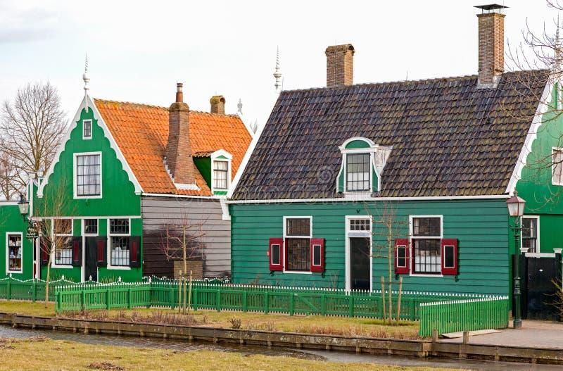 Зеленые дома в музее Zaanse Schans, Нидерланд стоковые изображения rf