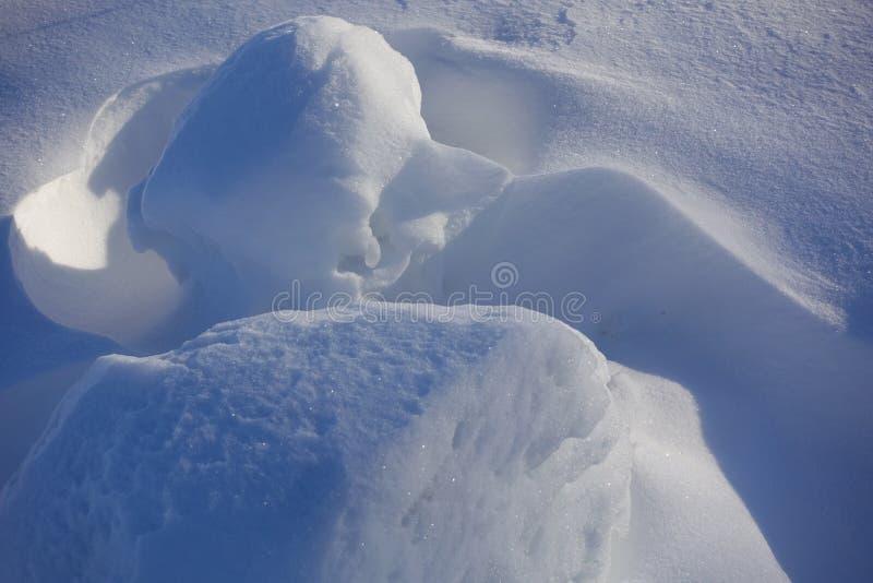 зима белизны снежинок предпосылки голубая Аннотация Смещения снега Ровные переходы линий света и тени Снег на солнечный день стоковое изображение rf
