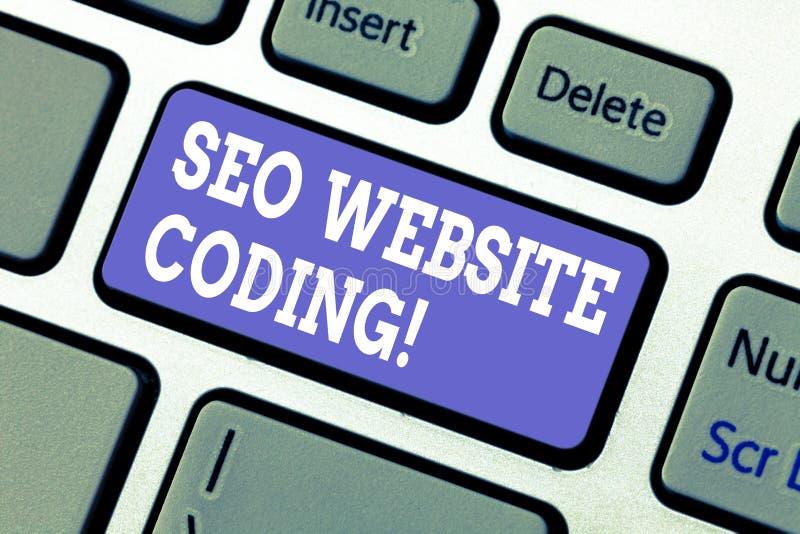 Знак текста показывая кодирвоание вебсайта Seo Схематическое фото создает место в пути для того чтобы сделать его видимый к клави стоковые изображения rf