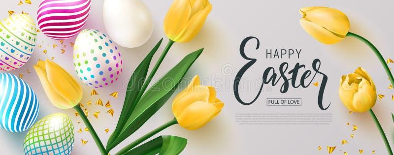 знамя пасха счастливая Охота яичка Красивая предпосылка с красочными яйцами, желтыми тюльпанами и золотым серпентином вектор бесплатная иллюстрация