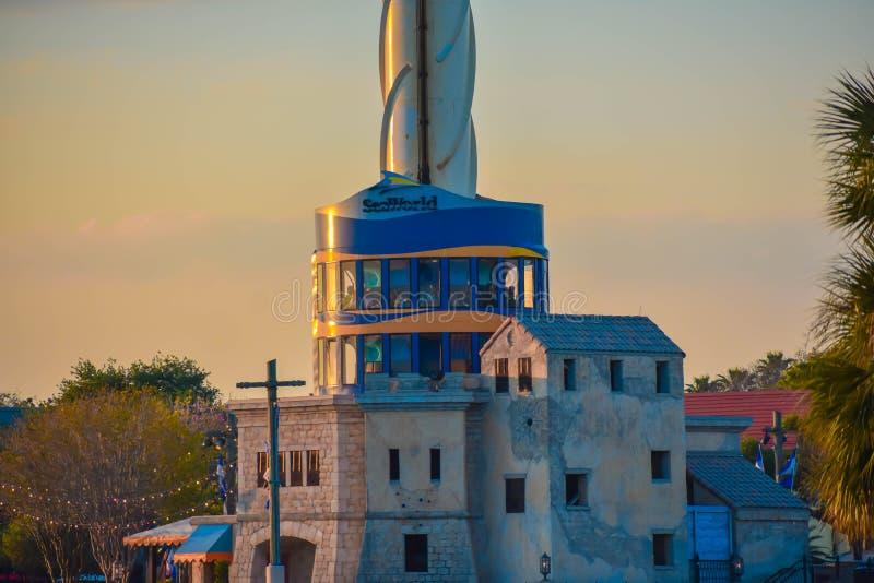 Здание башни портового района и неба на красочном заходе солнца на Seaworld в международной зоне 2 привода стоковые изображения rf