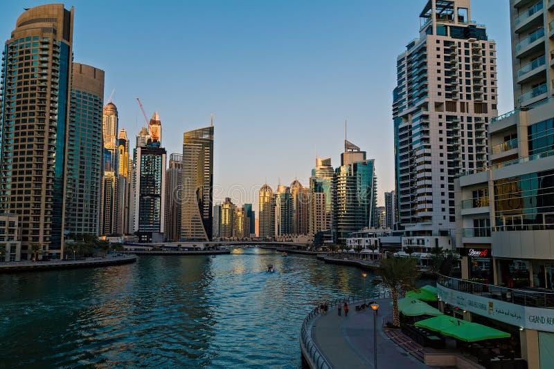 Здания небоскребов взгляда залива Марины Дубай, Дубай, Объениненных Арабских Эмиратов стоковые фото