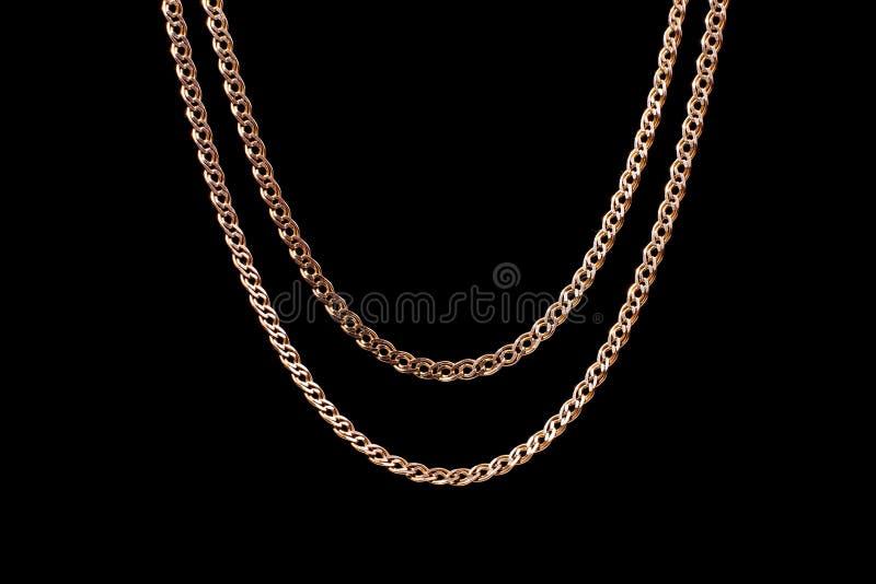 Золотая цепь сплетя не, на черной предпосылке Изолят, макрос, мягкий фокус стоковая фотография rf