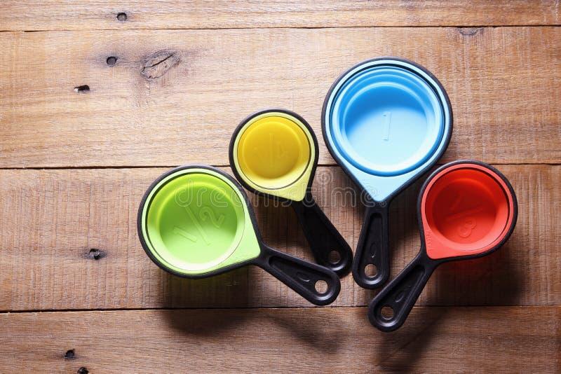 Измеряя чашки стоковое изображение rf