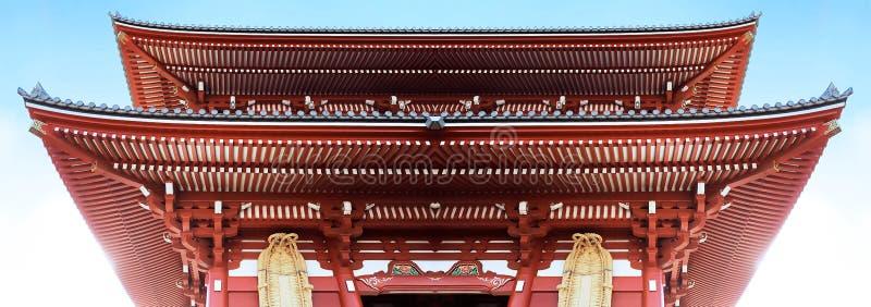 Иконическая красная крыша Японии стоковая фотография