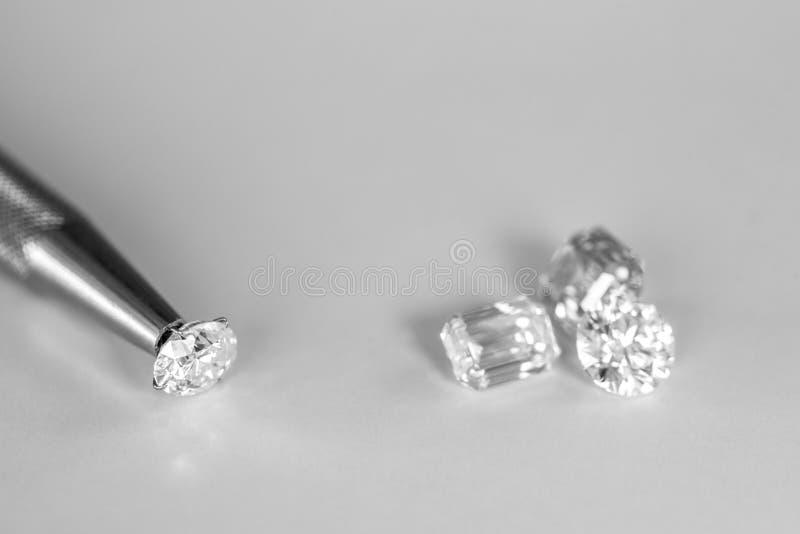 иллюстрации диамантов диаманта предпосылки 3d представленные отражения голубой красные стоковые изображения