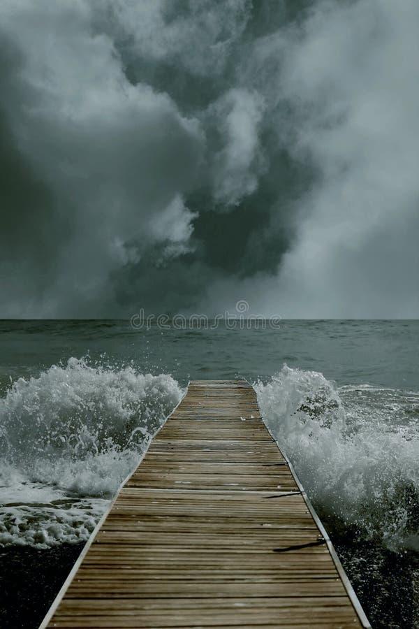 иллюстрация 3D залива водя к океану с горизонтом и волнами иллюстрация вектора