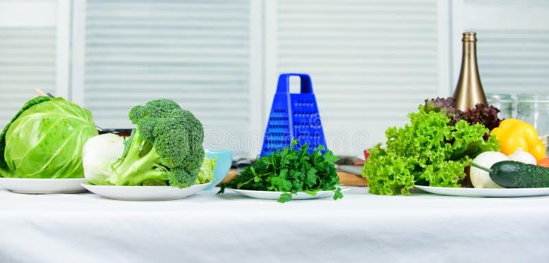 Ингредиенты свежих овощей для здоровой еды Растительность и свежие овощи Варить подсказки овощей полезные Добро пожаловать к… (ил стоковая фотография rf